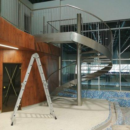 Nerūsējošā tērauda kāpnes Valmieras peldbaseinam