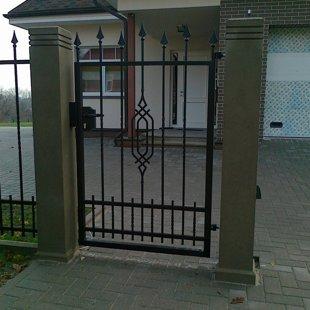 Individuāla dizaina metāla vārti, Privātmāja Valmierā