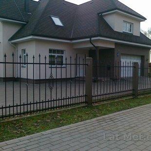 Individuāla dizaina metāla sēta, Privātmāja Valmierā